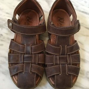 Naturino leather Fisherman sandals size 33 US 1.5